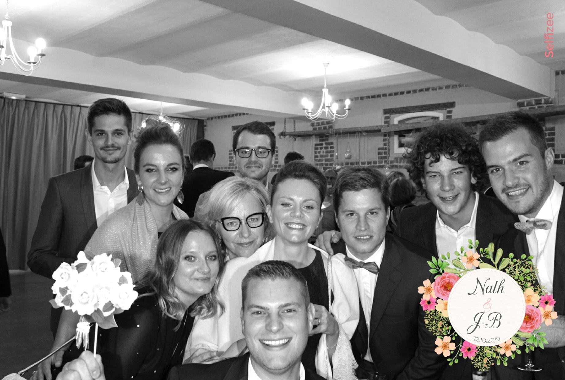 Photo mariage filtre noir et blanc avec borne selfie à louer pour animation mariage à Rouen et en Seine Maritime