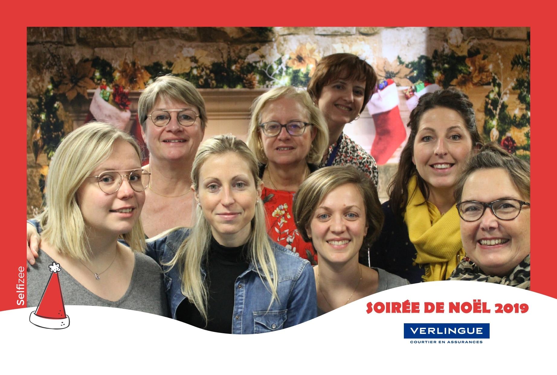 Animation photo arbre de Noël entreprise Verlingue à Lille avec borne selfie connectée et impressions photos
