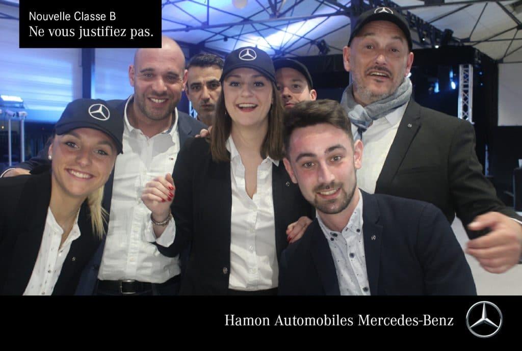 Borne photo selfie avec mosaïque sur écran déporté pour le lancement d'un nouveau véhicule Mercedes à Saint-Brieuc