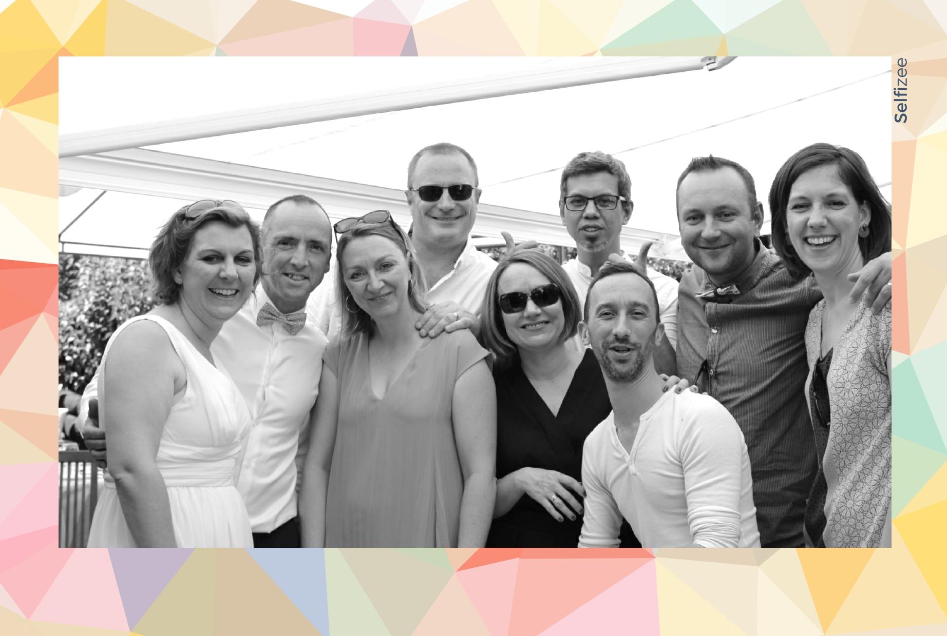 Animation photo personnalisée anniversaire Versailles et photobooth connecté avec imprimante - location borne selfie anniversaire Versailles et dans les Yvelines