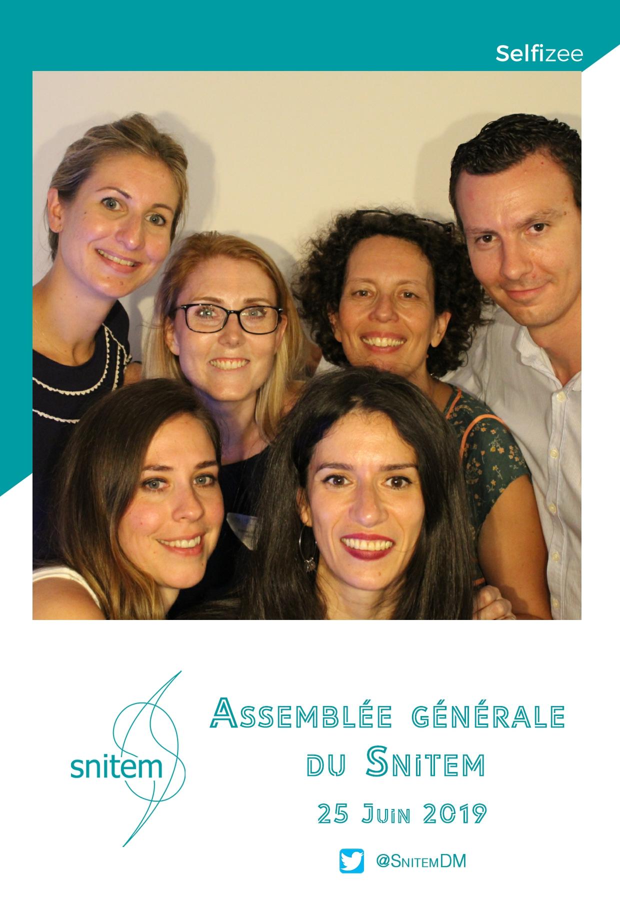 Photobooth animation photo personnalisée à assemblée générale SNITEM à Courbevoie entre Argenteuil et Paris