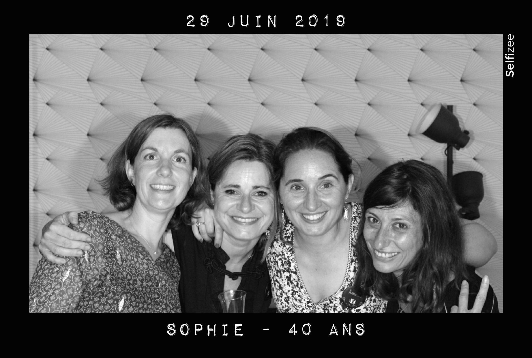 Animation box photo anniversaire Argenteuil avec selfies personnalisés - borne photo à louer Argenteuil / Val d'Oise anniversaire, mariage, baptême, soirée, fête
