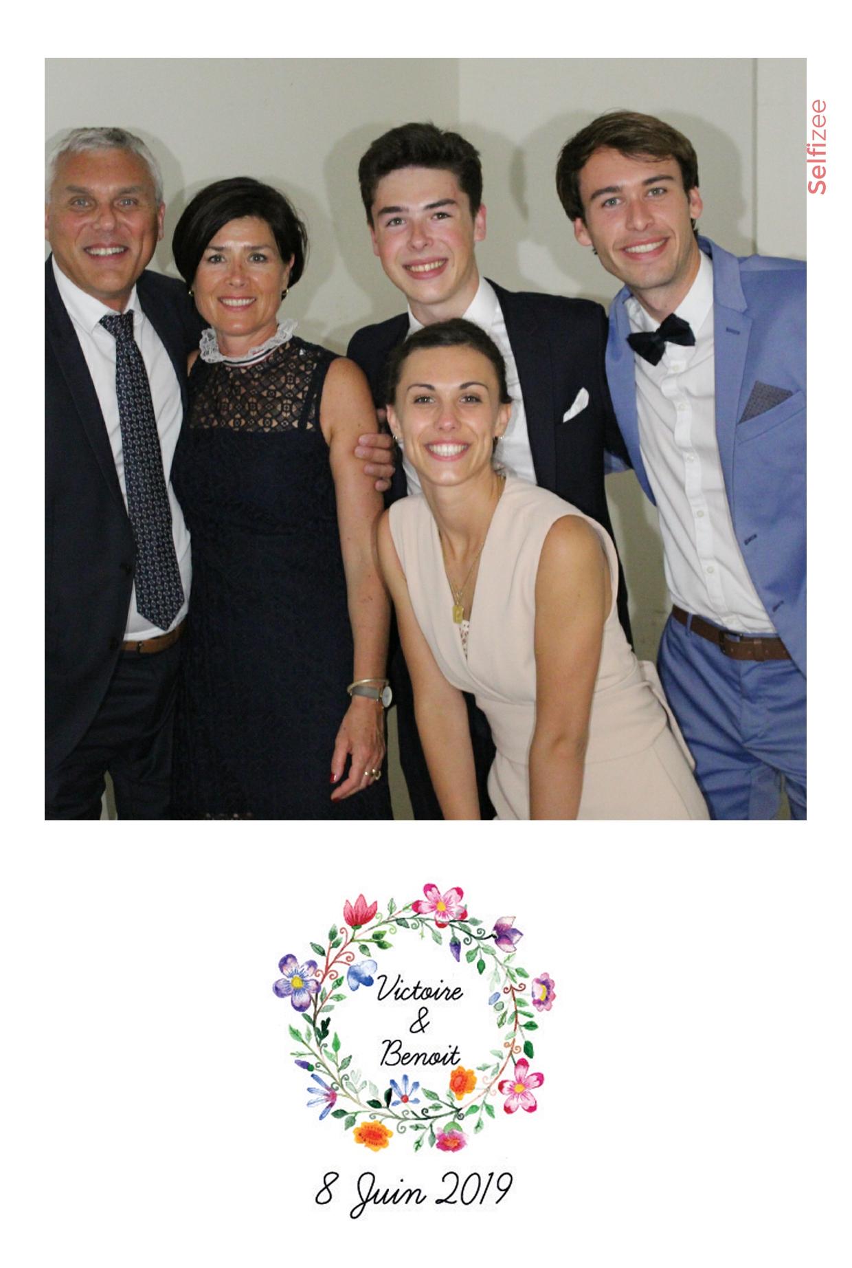 Animation photobooth mariage Metz avec impressions photos personnalisées - borne selfie à louer Metz / Moselle pour mariage, anniversaire, soirée, baptême