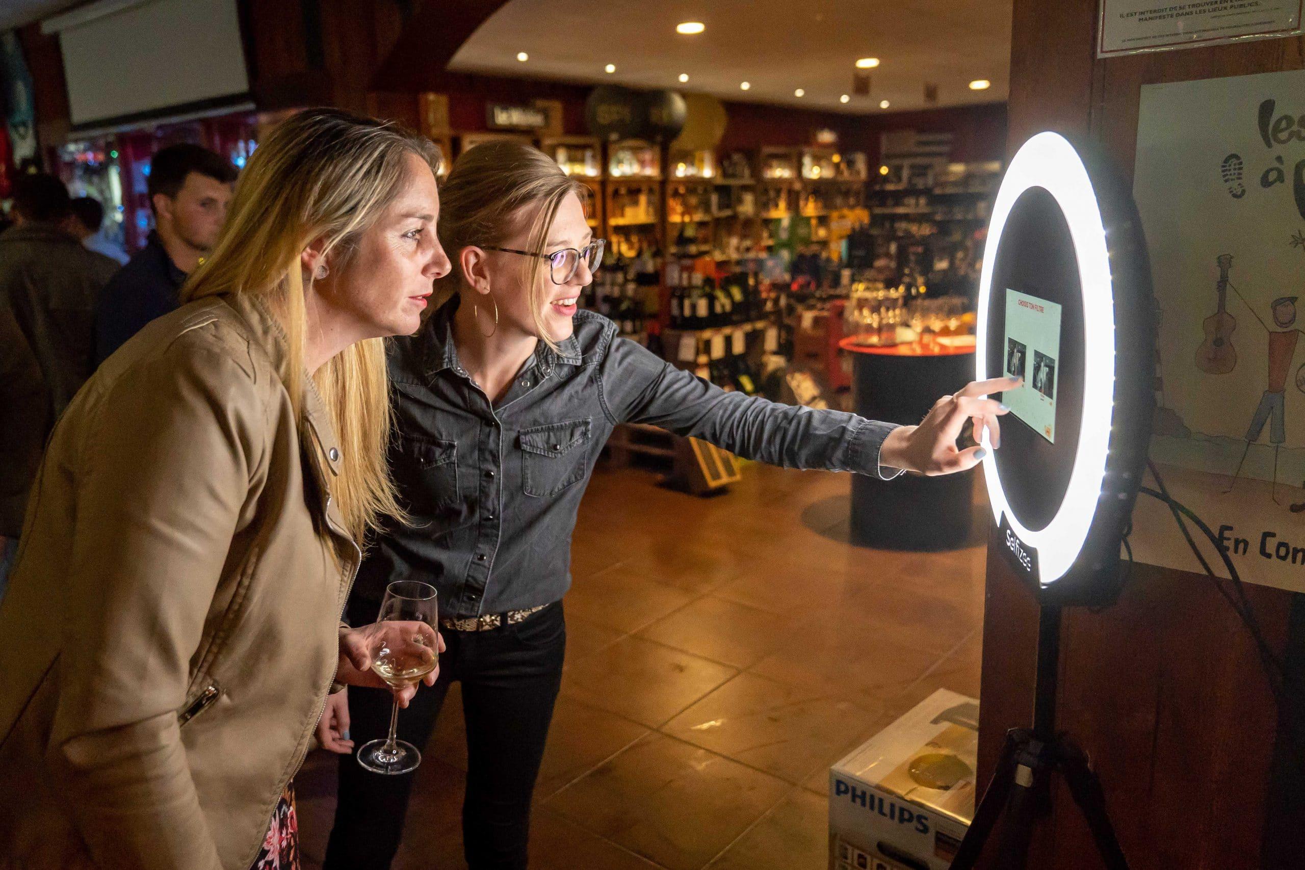 Borne selfie Spherik V and B Langueux près de Saint Brieuc avec photos personnalisées et filtres