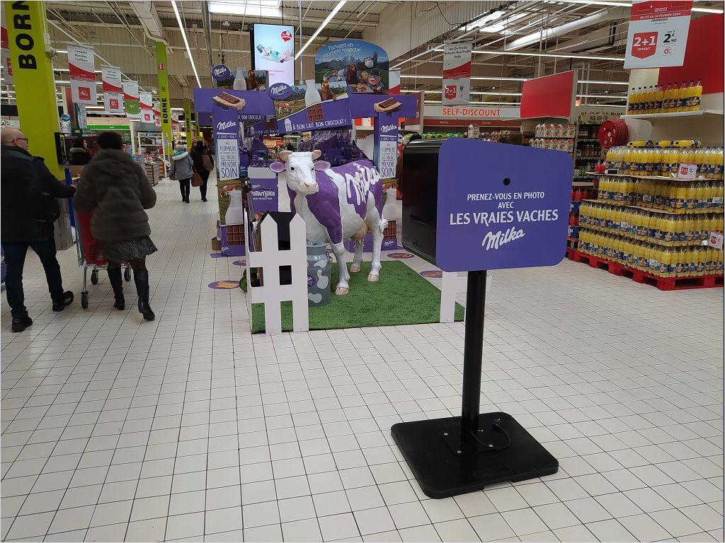 Borne photo Auchan Le Havre au centre commercial Grand Cap animation selfie lancement nouveaux produits Milka 2020