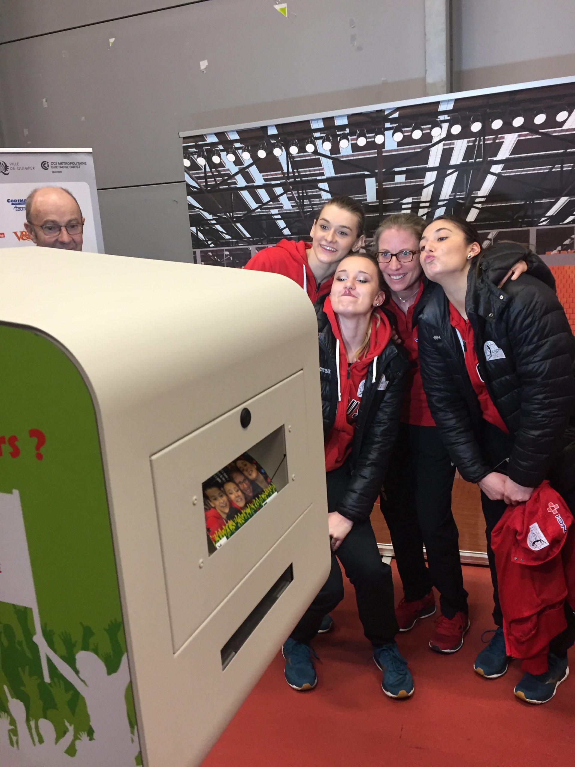 Animation selfie box Groupama pour photos match basket Landerneau près de Brest en 2018