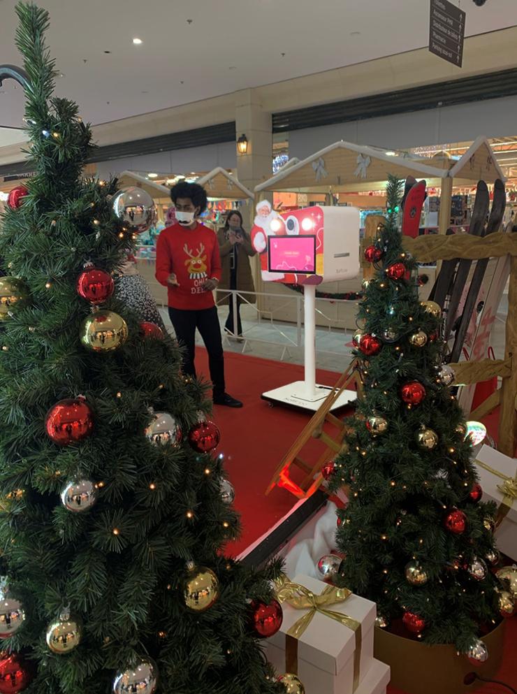Borne photo selfie au centre commercial Carrefour en Espagne, fête de Noël