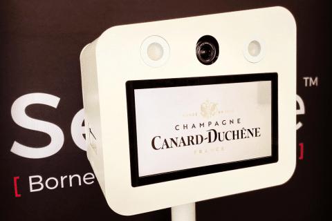 Borne photo de luxe pour le champage Canard Duchêne