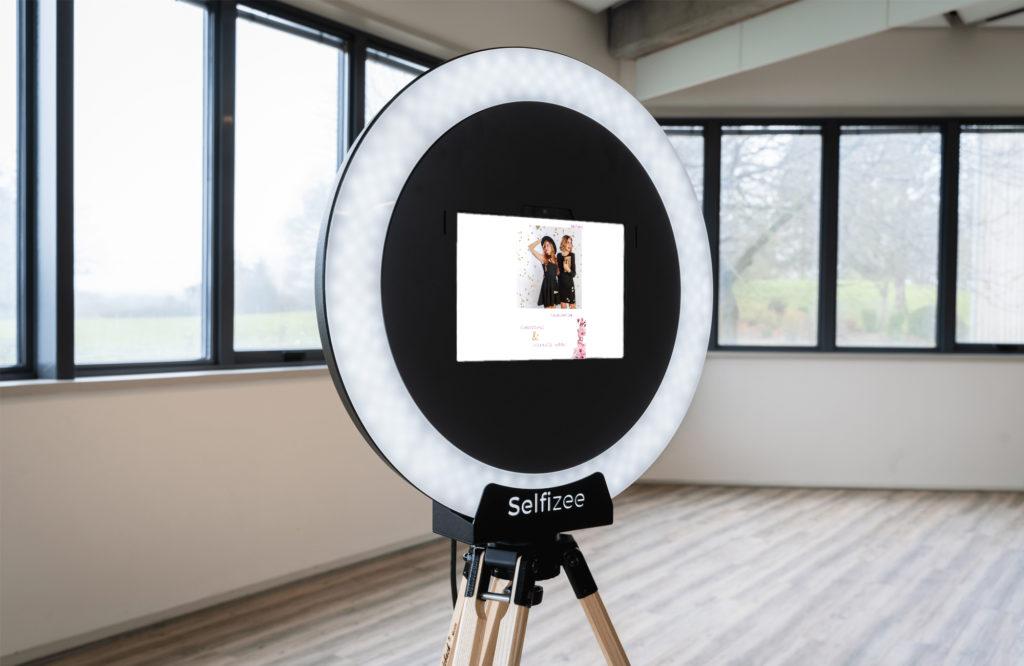 Animation borne photo selfie Spherik de Selfizee pour l'inauguration de Chachadress et Meli Nails Institut à Nantes (44)