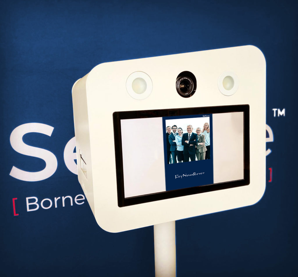 Borne photo selfie Classik de Selfizee pour un séminaire de rentrée pour Laforêt Paris à Villecien (89), Bourgogne-Franche-Comté